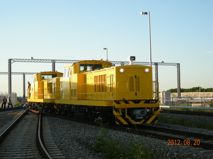 Four 60-ton locomotives are delivered to Taiwan airport railway (between Toen International Airport and Taipei).