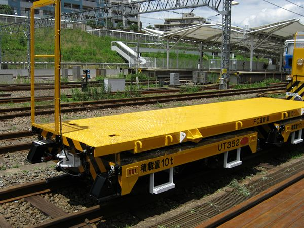 Two universal trolleys are delivered to Tokyu Corporation.