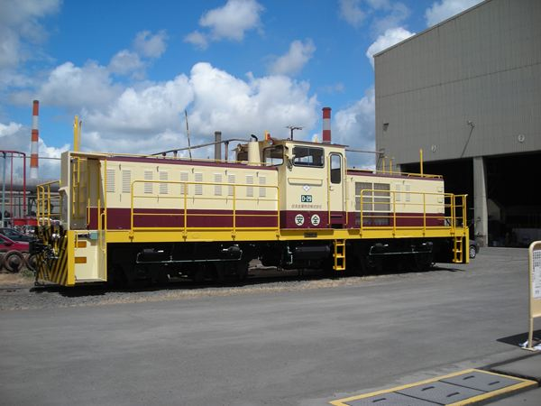 An 80-ton telecon-controlled diesel locomotive is delivered to Kagoshima Works, Sumitomo Metal Industries.